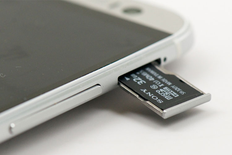 3 lý do giải thích vì sao iPhone không có khe thẻ nhớ