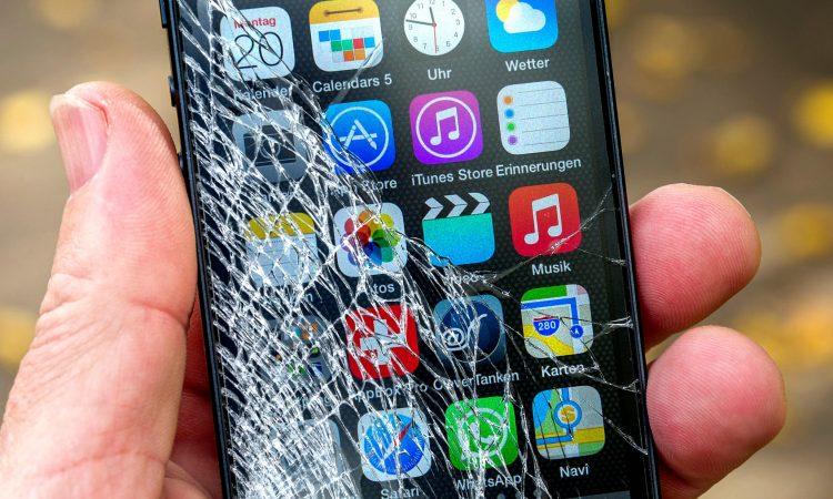 Thay Smartphone Android mới khi điện thoại cũ đã bị vỡ.